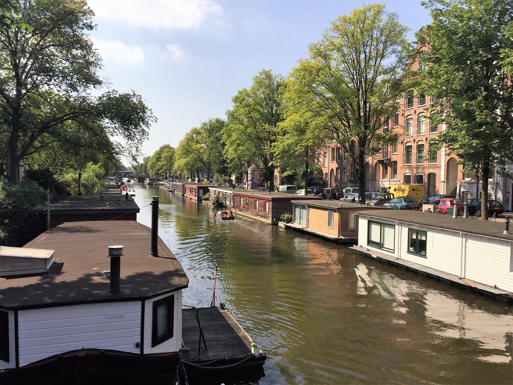 Unique places to stay renting an amsterdam houseboat 5 for Houseboat amsterdam